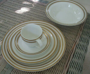 Ralph-Lauren-034-Morgan-Gold-034-5-Piece-Place-Setting-Unused-with-Tags