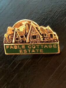 Vintage-Collectible-Fable-Cottage-Estate-Colorful-Metal-Pinback-Lapel-Pin