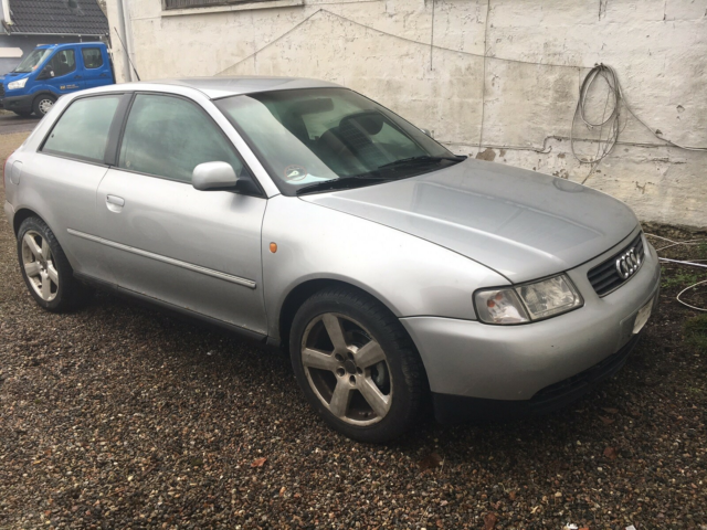 Audi A3, 1,6 Attraction, Benzin, 1998, gråmetal, 5-dørs,…