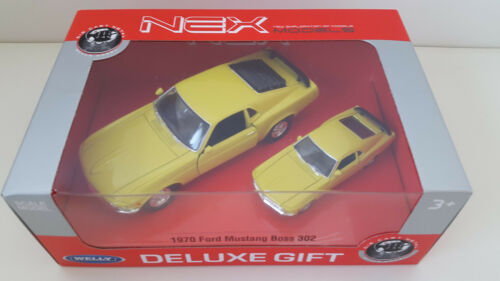 2 x Ford Mustang Boss 302 1970er WELLY NEX Modellauto in 2 Größen Neu /& OVP