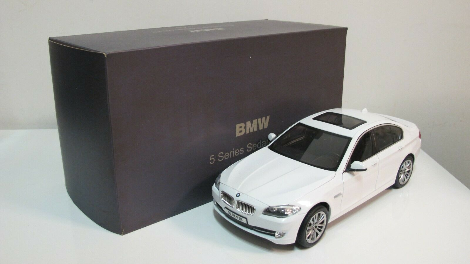 1 18 Norev 2010 BMW serie 550i 5 F10 BERLINA BIANCA Diecast Auto Dealer scatola