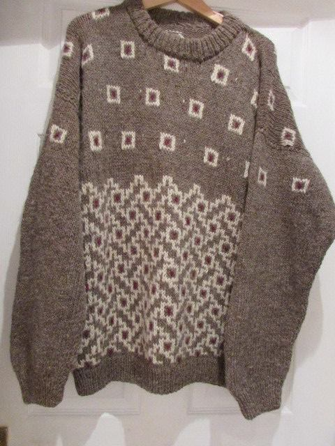 TRADITIONAL CHUNKY KNITTED SWEATER,  ICELANDIC PATTERN. 100% WOOL. SIZE 46