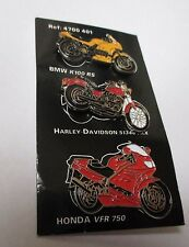 plaquette de 3 pin's moto / BMW K100 RS, Harley Davidson 51340 FRX, Honda VFR750