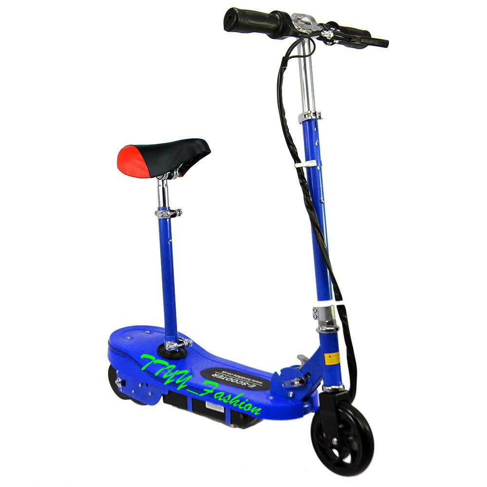 Una nueva scooter para niños, 120w, en un asiento móvil Cochegado de juguetes, azul.