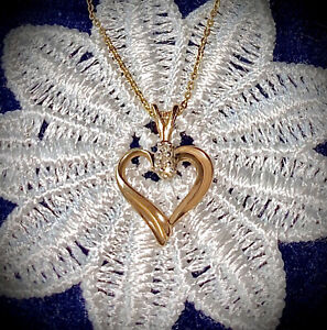 """9ct (.375) + Oro Amarillo Diamante Corazón Colgante/Collar en 18"""" Cadena de oro de 9ct."""