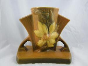 Beautiful-Vintage-Brown-Tan-Roseville-Pottery-5-034-Bud-Flower-Vase-Clematis-102-5