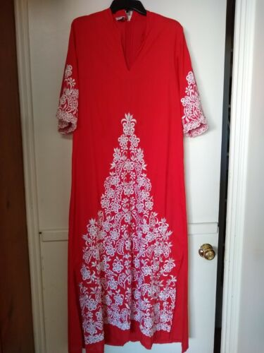 GORGEOUS vintage embroidered mexican maxi dress ca
