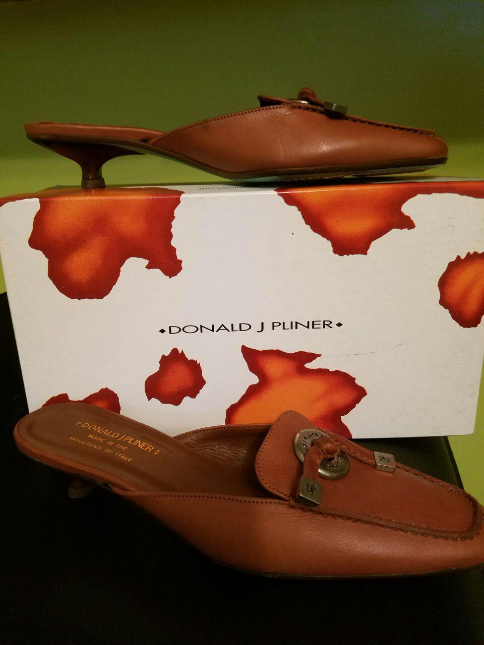 NWOB Donald J Pliner Braun Slip On Heels  Schuhes Farbe Braun Pliner Größe 7.5N Made in  bb1645