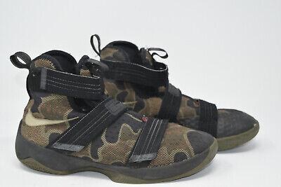 Nike Youth Size 7 Camo Lebron James