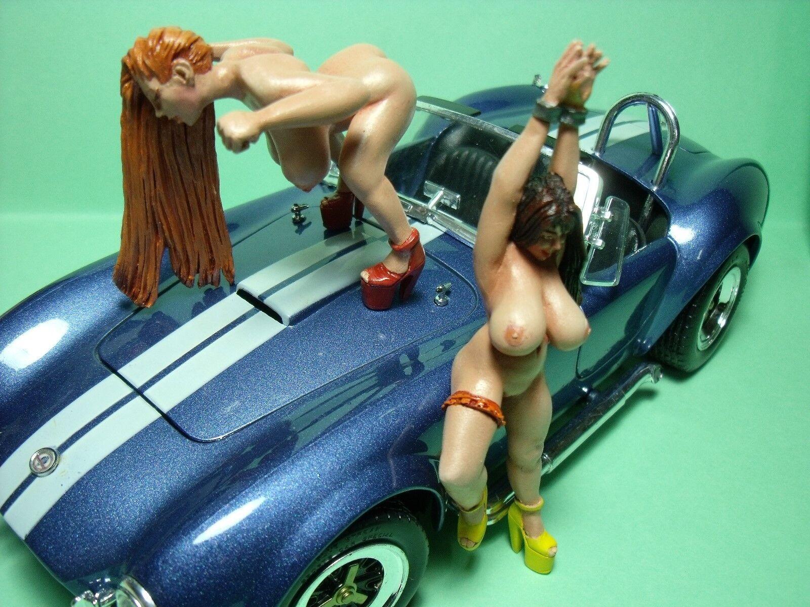 COBRA  GIRLS  1 18    BEMALTE  FIGUREN  VON  VROOM  FUR  EXOTO  MINICHAMPS 028d87