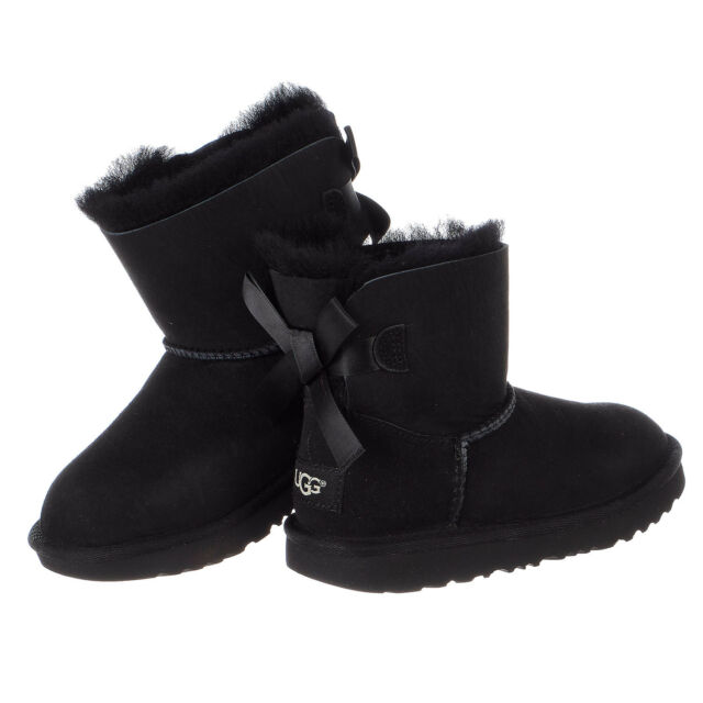 f66226a56f0 UGG Unisex Children's Mini Bailey Bow II Kids Boot 13 M Black Twinface