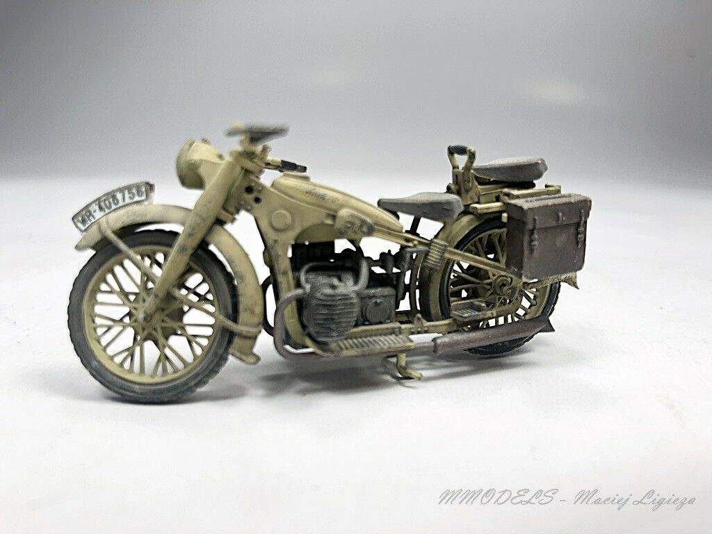 BMW R12  scale 1 35 - built and painted