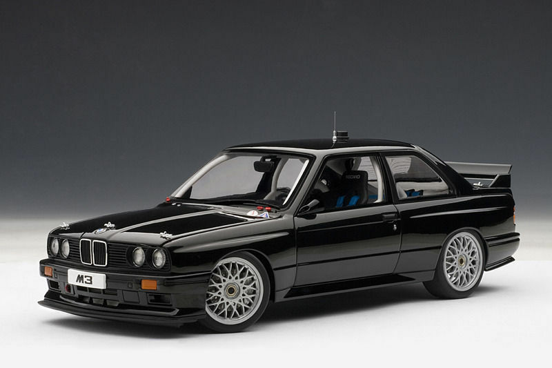 1 18 Autoart BMW M3 E30 DTM Plain Body Version