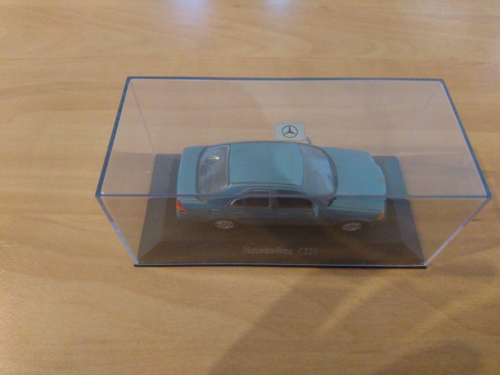 MINICHAMPS Mercedes-Benz C220 blau metallic PMA    Fein Verarbeitet