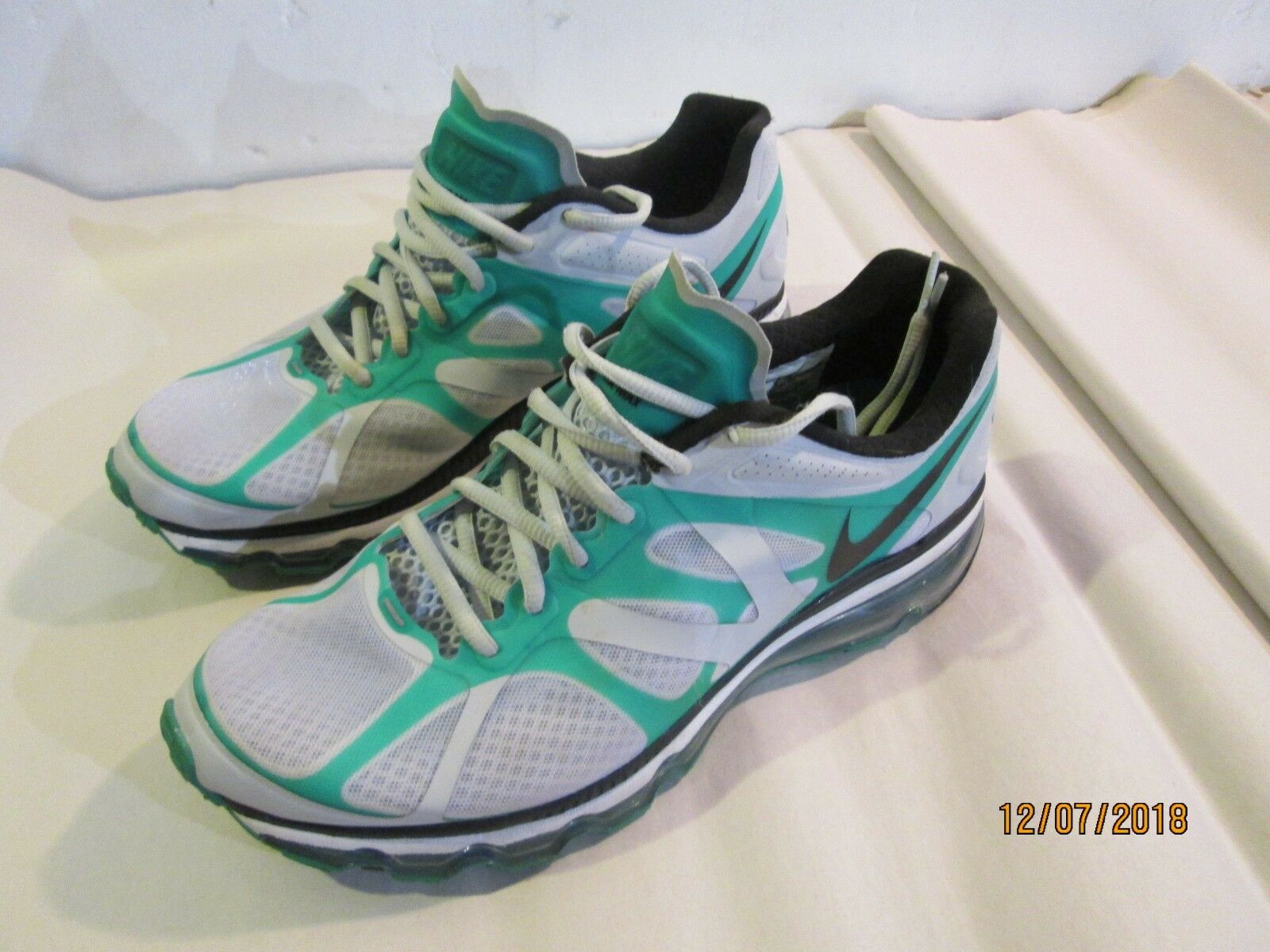 NIKE Air Max + green 487982-003 Size 9 Great Condition