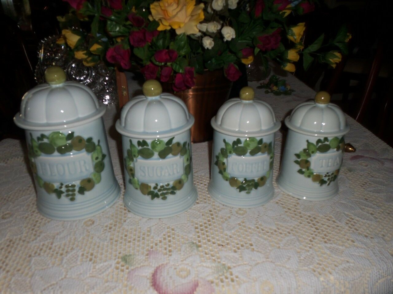 A set of 4 Vintage Canisters   Storage Jars with lids from Los Angeles Potteries