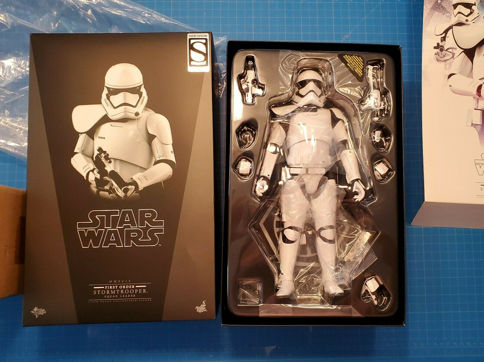 Hot Toys Mms316 First Order Stormtrooper Squad Leader Exclusive sideshow