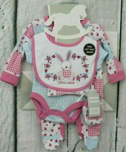 BNIB Baby Girl/'s Sz 0 to 6 Months Designer BQT Pink Bunny 6 Piece Layette Set