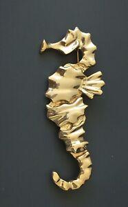 Vintage-seahorse-brooch-gold-Tone-metal