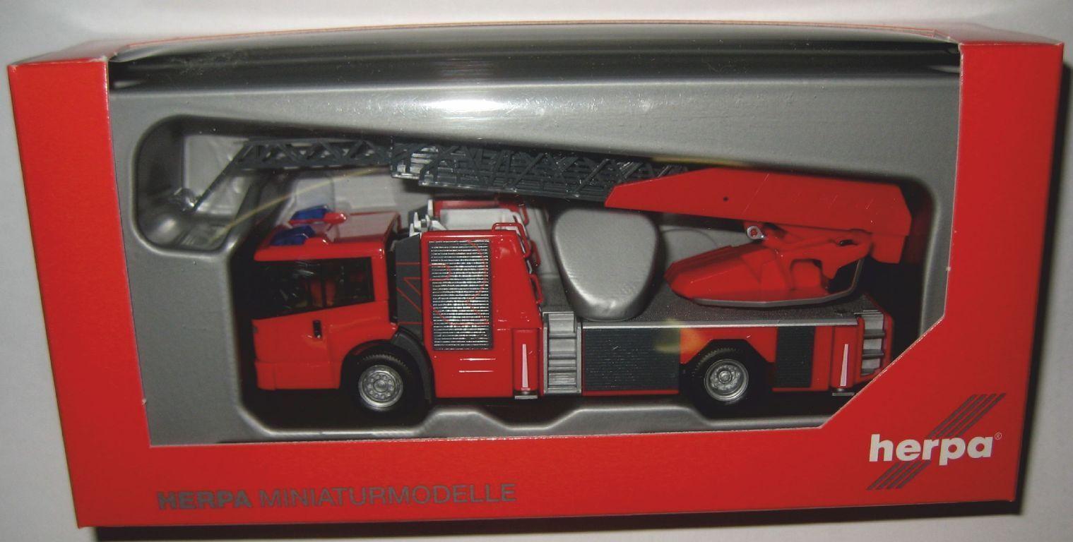 Herpa 092937 MB Econic Drehleiter pinknbauerfahrzeug mit Metz Technology 1 87 HO