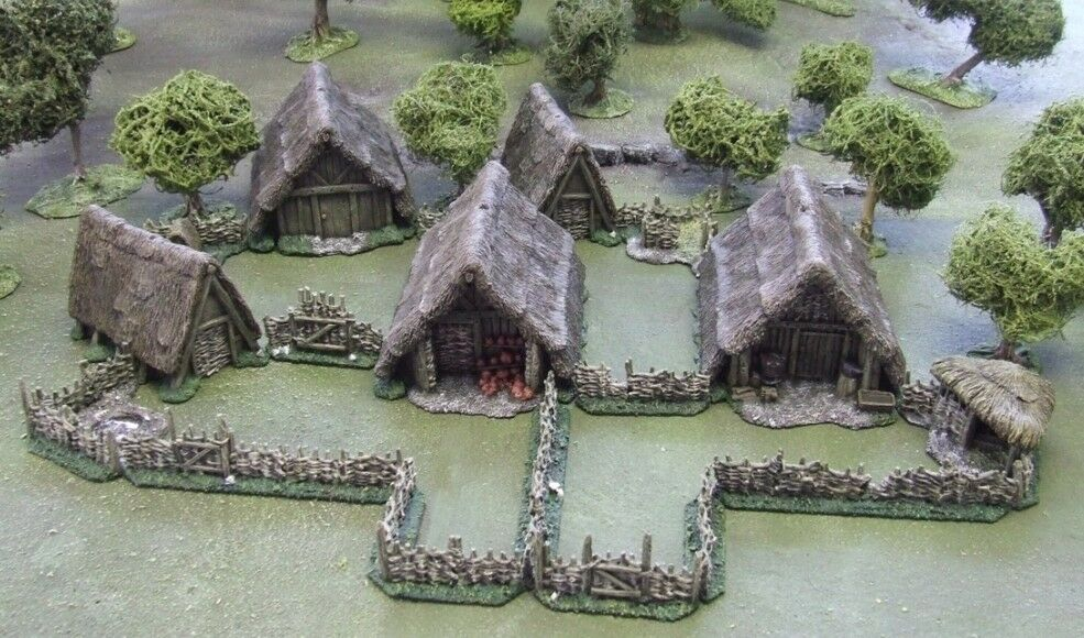 28MM ANCIENT or or or DARK AGE VILLAGE - 'PAINTED TO COLLECTORS STANDARD' 93714a
