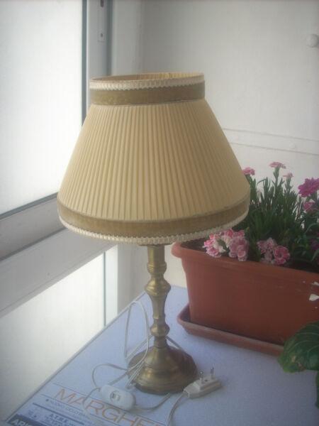 Lampada Da Tavolo Vintage Cappelliera In Tessuto Lasciamo Che Le Nostre Merci Vadano Al Mondo