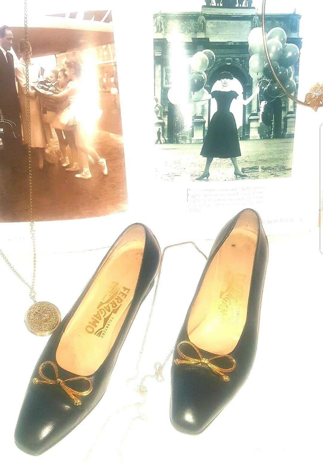 Salvatore Salvatore Salvatore Ferragamo Vintage Navy blå w   guld Bow Storlek 5  online billigt