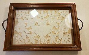 Vassoi In Legno Con Vetro : Vassoio legno vintage con vetro e ricami a mano allinterno
