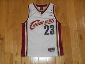 b0457cb02dce Image is loading Vintage-Nike-LEBRON-JAMES-CLEVELAND-CAVALIERS-Youth-NBA-
