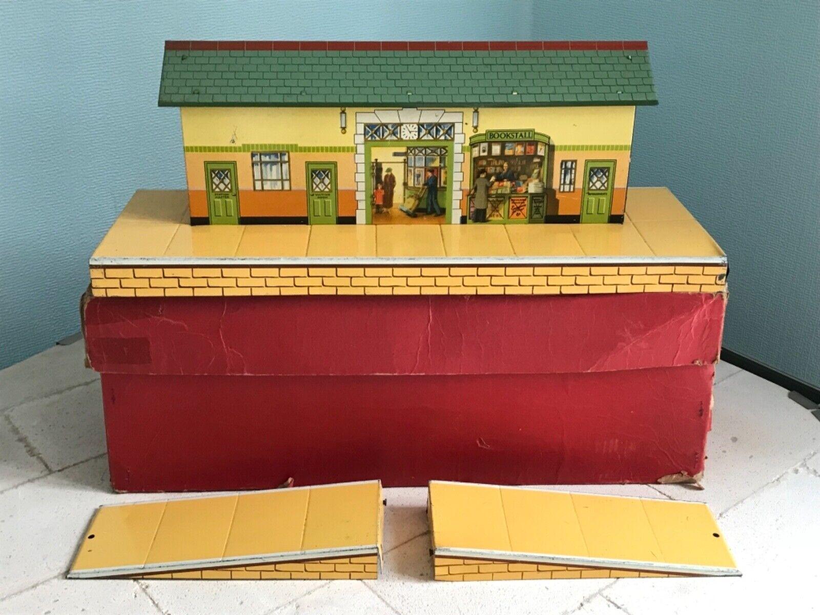 VINTAGE HORNBY O GAUGE TINPLATE WAYSIDE STATION No 3  ORIGINAL BOX STUNNING