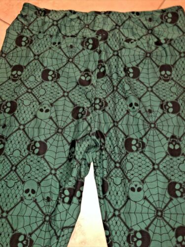 LulaRoe TC2 Halloween 2020 Skulls Spiderwebs Lace Leggings Green Bkgd NWOT
