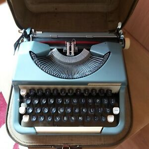 Vintage-1960-039-s-Imperial-Good-Companion-Typewriter-in-Zip-Case