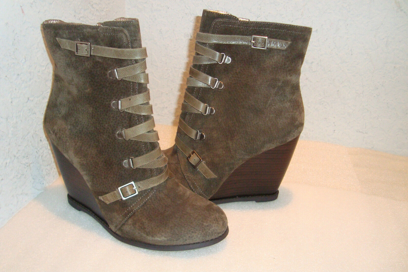 BCBGeneration BCBG Womens NWOB Army Kadeer Ankle Bootie Shoes 9.5 MED NEW