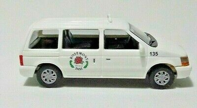 Busch Voitures PLYMOUTH VOYAGER Taxi Rosemont