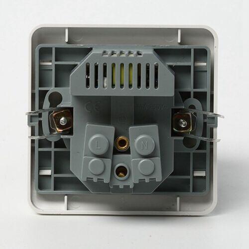 1x Steckdose Zwischenstecker Ladegerät mit 2x USB-Anschluss Bis Max 2100mA.