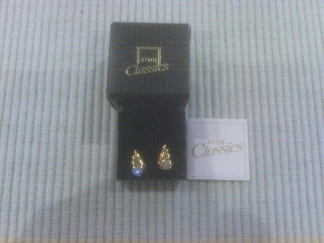 Avon Classics Gold plated earrings   ( pierced)