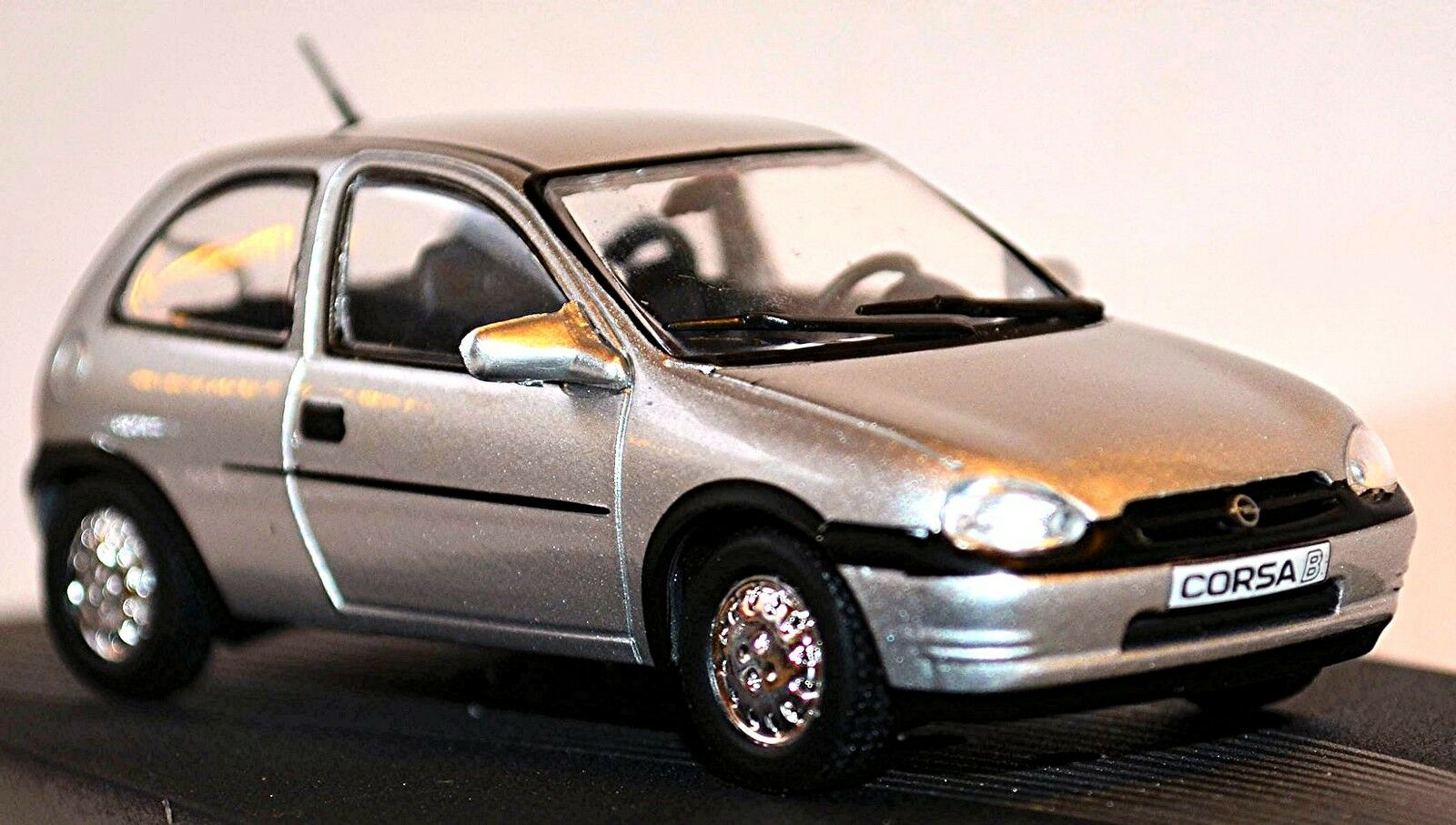 Opel Corsa B 1993-2000 argent métallique 1 43 Concepteur Série Hideo Kodama