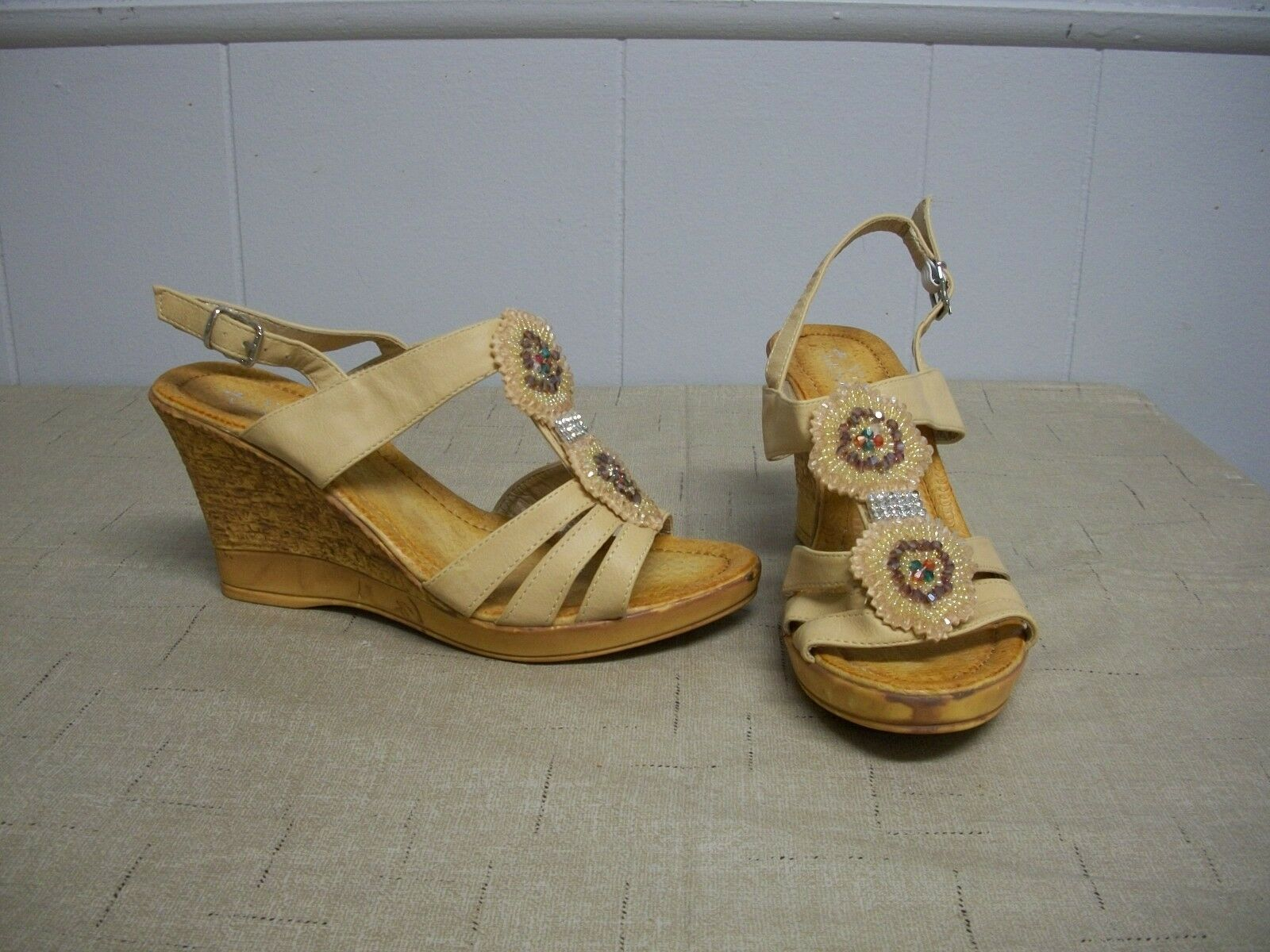 VIA VENETO Sofia Beige Beads Rhinestones Wedge Sz Heel Strap Sandals Shoes Sz Wedge 9 NIB 5e48ee