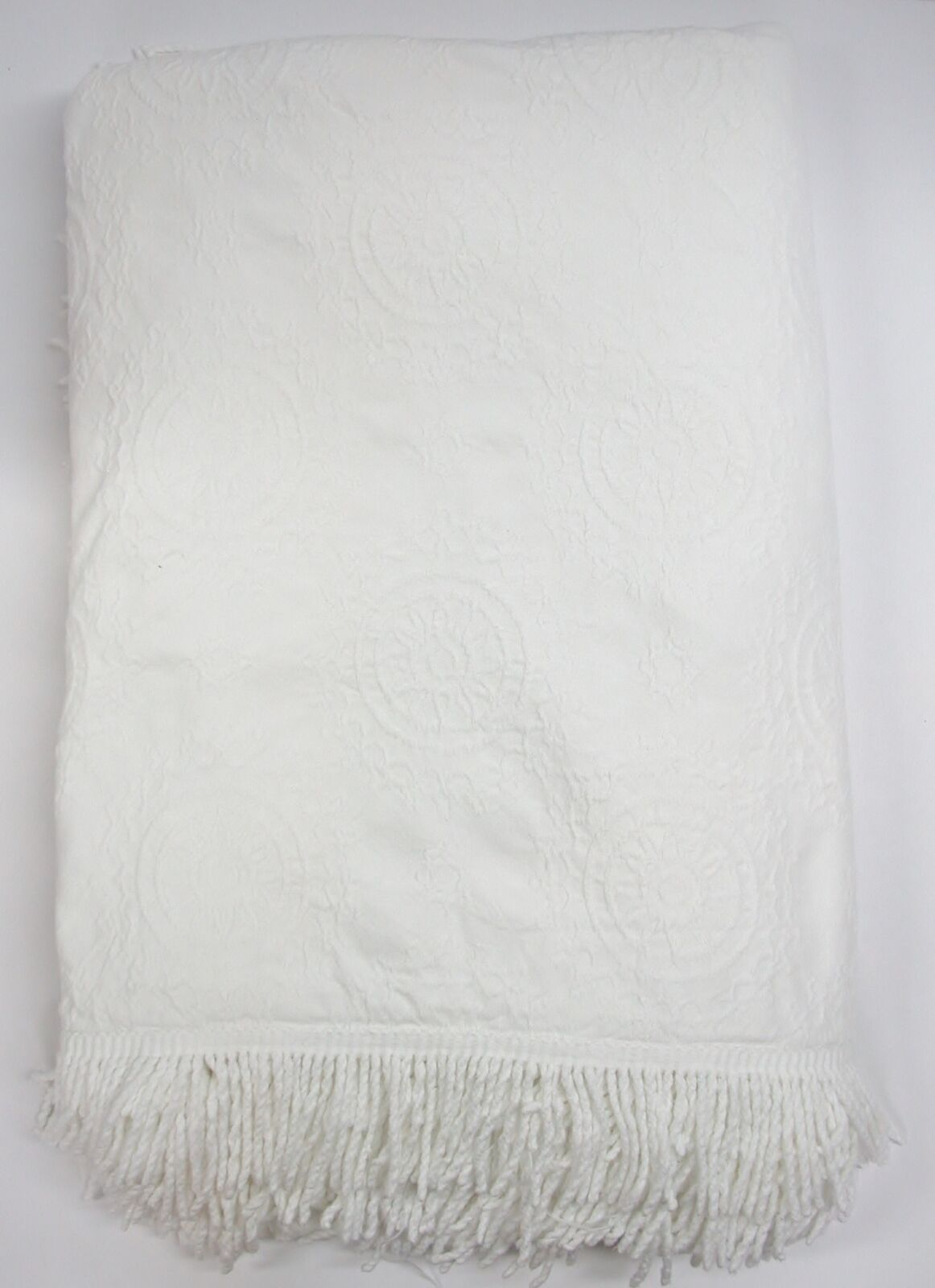 100% Cotton Woven Heirloom Style Fringed Bedspread  White  86  W x 104  L