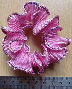 Una-rosa-in-raso-a-pieghe-Mini-Ruffle-Parrucchino-Coda-Di-Cavallo-Banda-Bobble