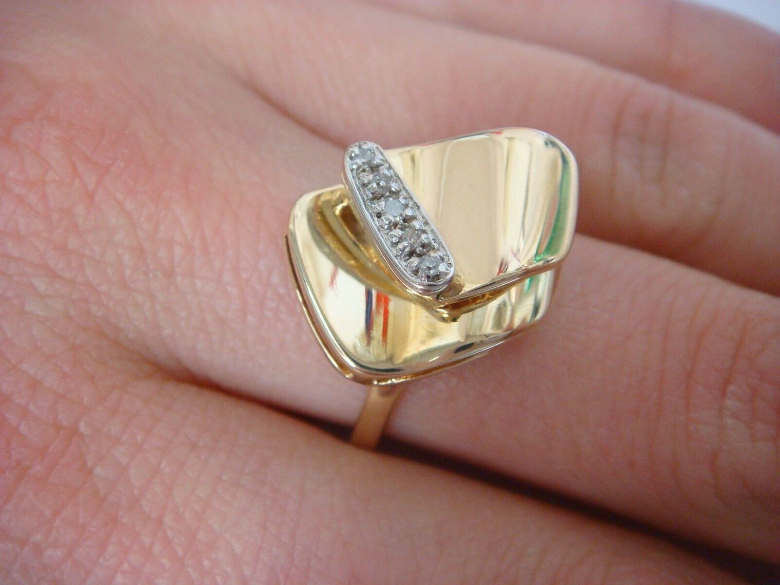 BEAUTIFUL 14K YELLOW gold AND GENUINE DIAMONDS FREE STYLE VINTAGE LADIES RING