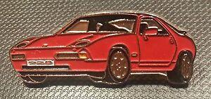 PORSCHE-epinglette-928-rouge-laque-38x15mm