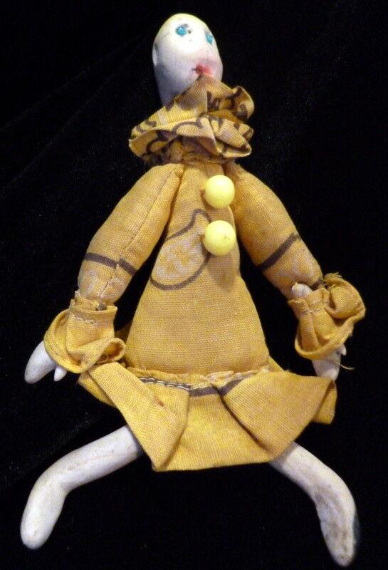 grande sconto RARE Antique 5.5  Folk Folk Folk Art Clay Clown bambolahouse bambola FROM MUSEUM  marchio famoso