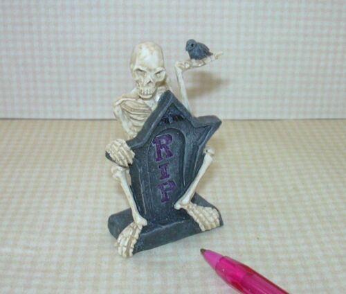 DOLLHOUSE 1:12 Scale Miniature Halloween RIP Skeleton w//Raven Tombstone R.I.P