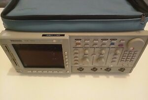 Tektronix-TDS744A-4-Channel-Digitizing-Color-Oscilloscope-500-MHz-Optioned