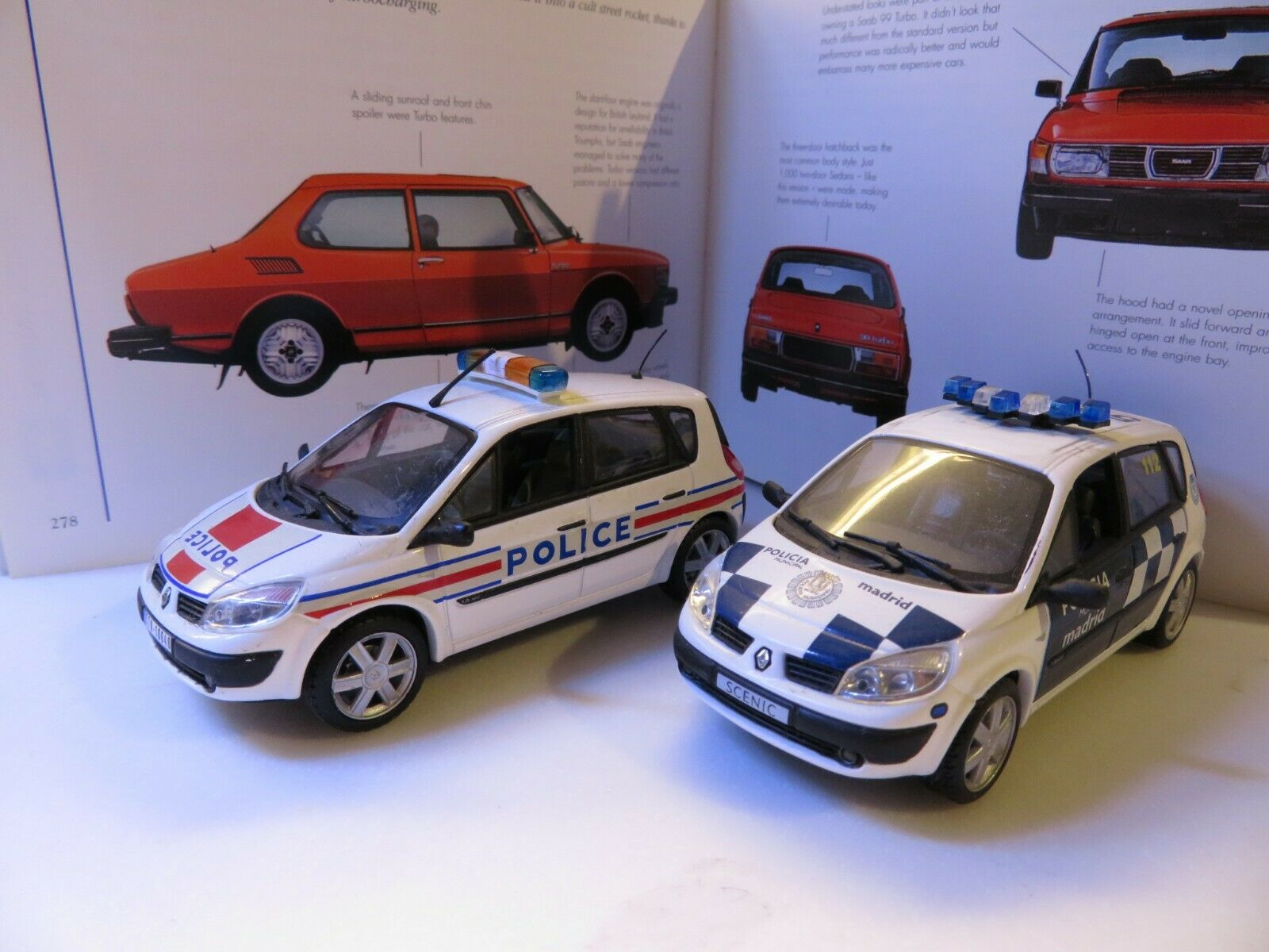 Renault Scenic (2003) POLICE & POLICIA diecast (2pcs)