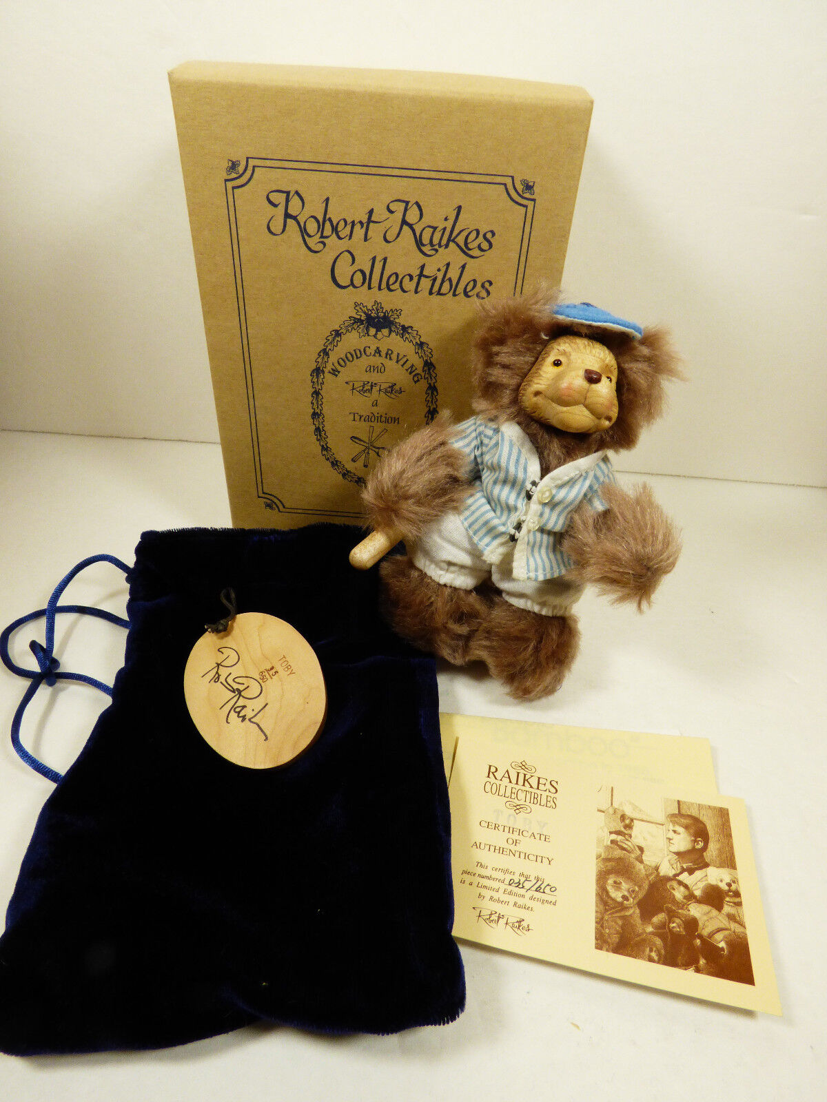 Wee Whittles Robert Raikes Original Toby Baseball BEAR Mint box COA multi-color