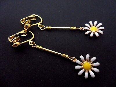 A PAIR CUTE LITTLE TIBETAN SILVER DAISY FLOWER EARRINGS NEW.