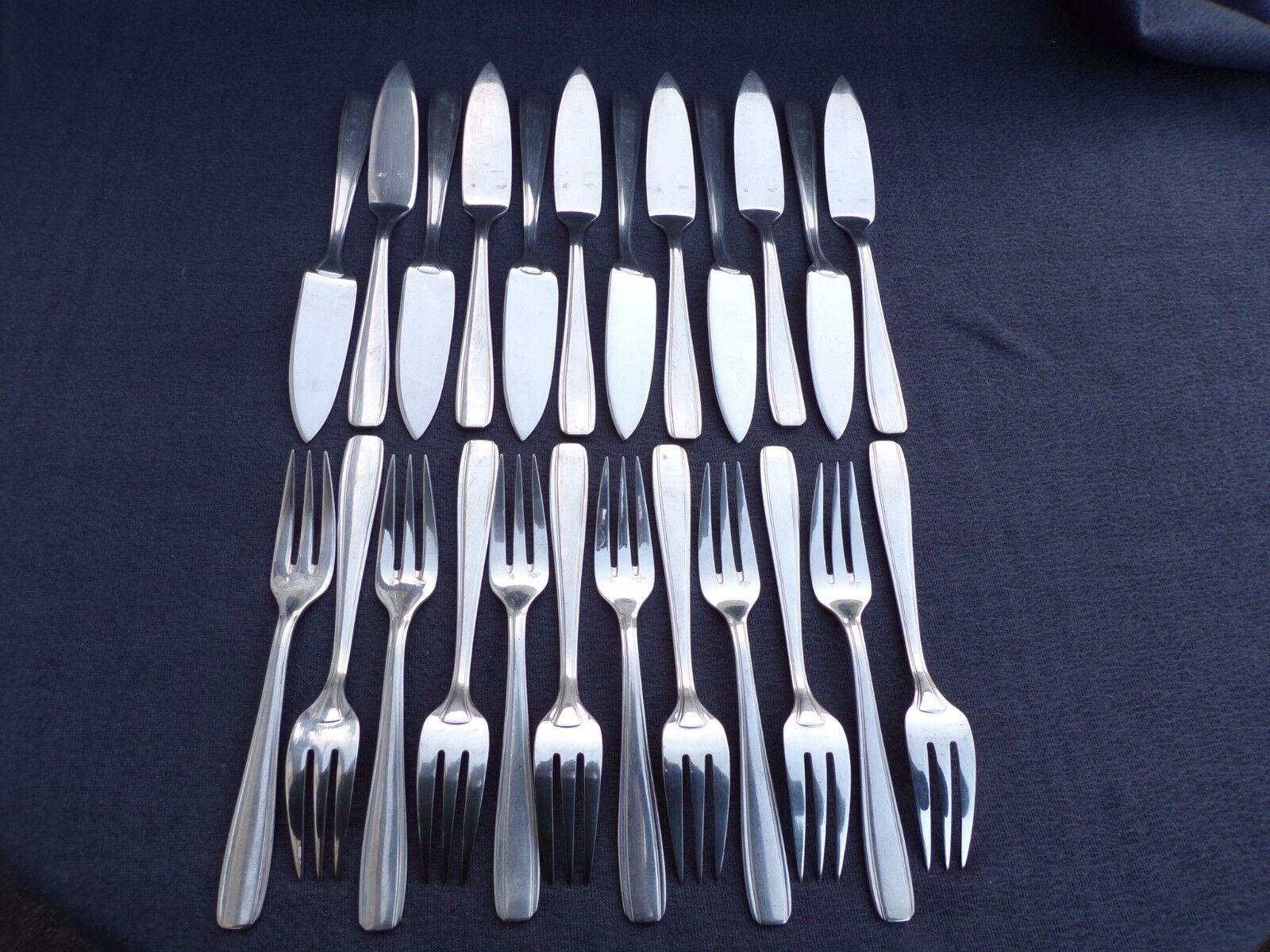 ERCUIS   12 couteaux et 12 fourchettes a poisson en métal argenté modèle filet