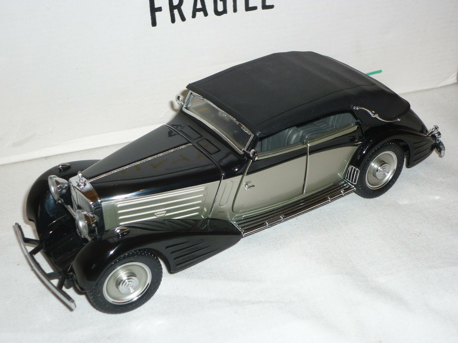 Un modelo de escala Franklin Mint de un 1939 Maybach Zeppelin, En Caja